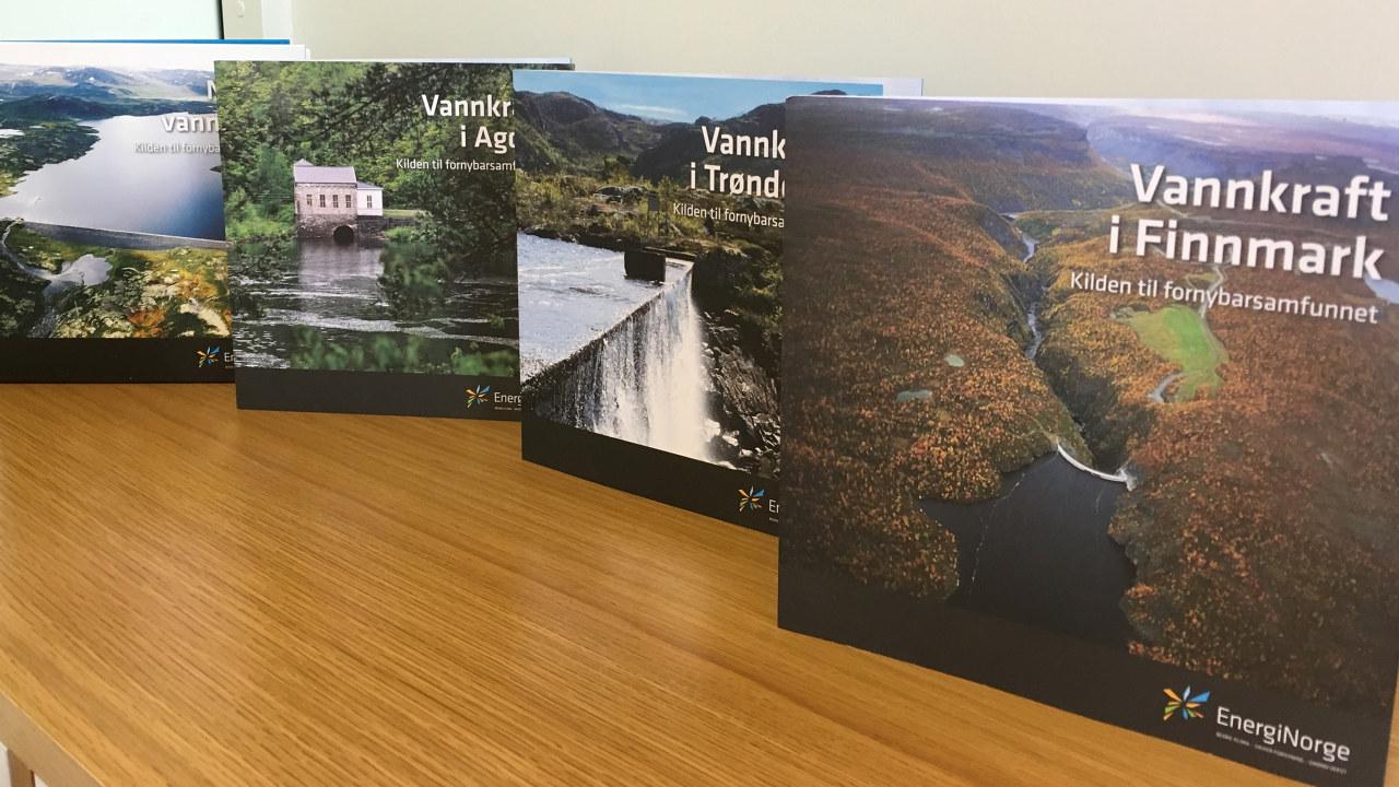 Bilde av vannkraft bok og brosjyrer