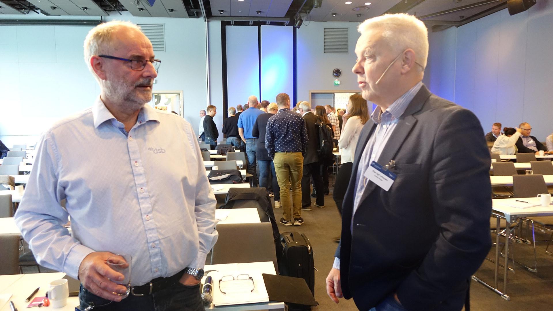 Paul Kaarbø Hermansen, Senioringeniøri DSB snakker med Thor Egil Johansen, rådgiver i Energi Norge på DLE-konferansen 2018