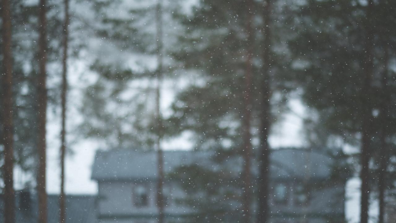 Frost på kamera. Blurry hus. foto