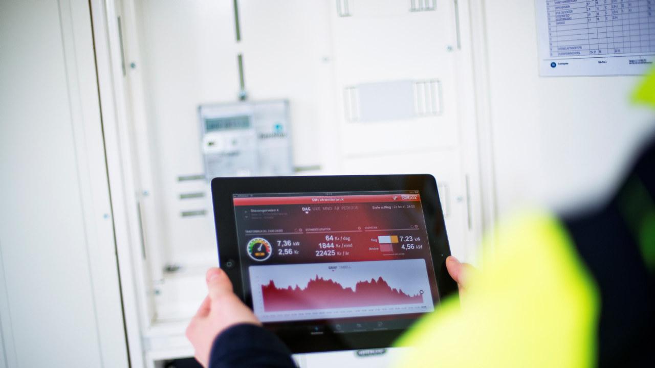 Bilde av et nettbrett som viser strømforbruk