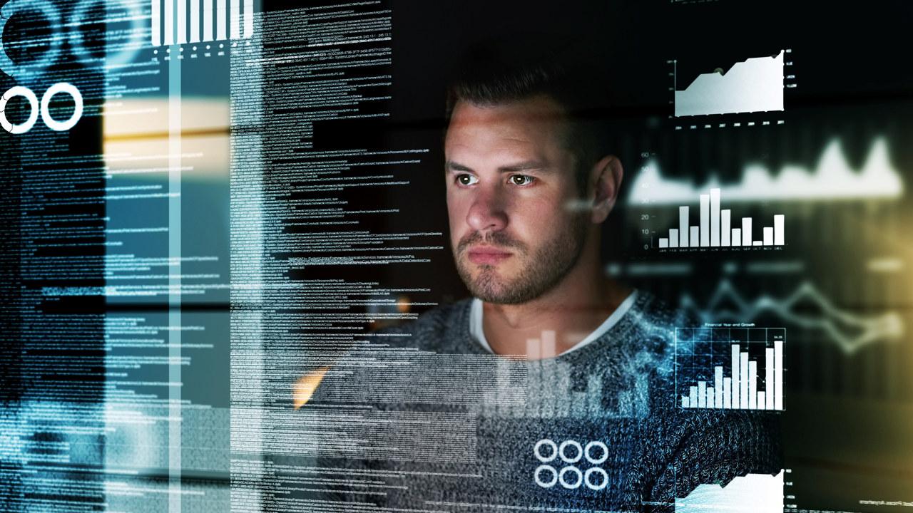 En konsentrert mann ser på en skjerm. Illustrasjon