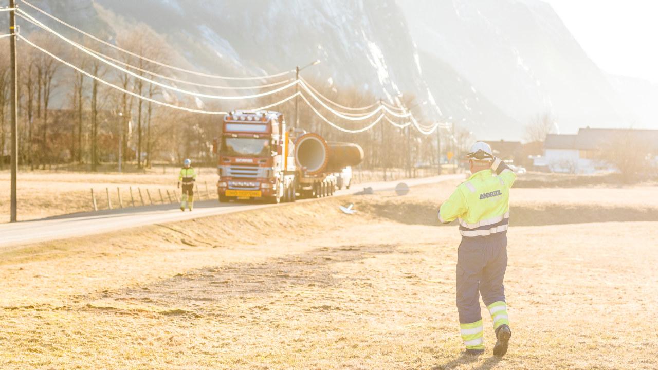 Folk i arbeid med utbyggingen av kraftverket Lysebotn 2.
