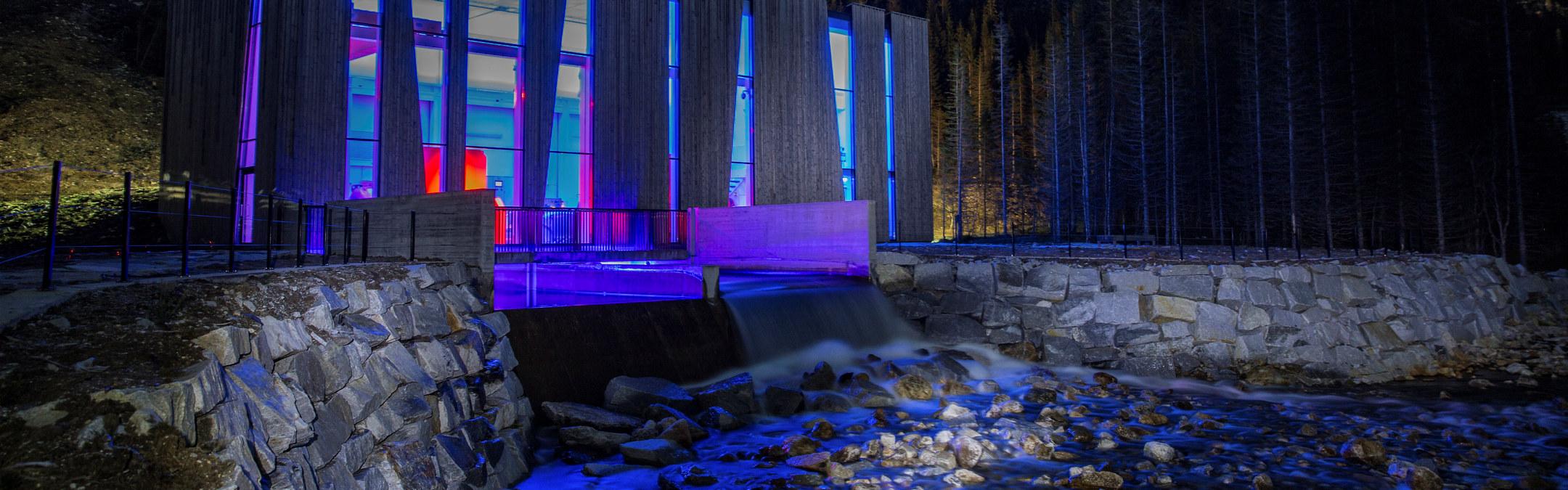 Øvre Forsland kraftstasjon som er lyssatt. Foto