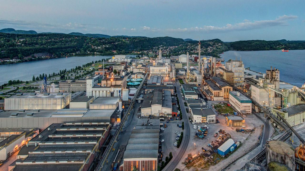 Enova har gitt tilsagn om 19,5 millioner kroner i støtte til NorMag AS, for bygging av et pilotanlegg for energi- og klimaeffektiv produksjon av magnesium og silika på Herøya. Anlegget skal produsere verdens første CO2-frie magnesium.
