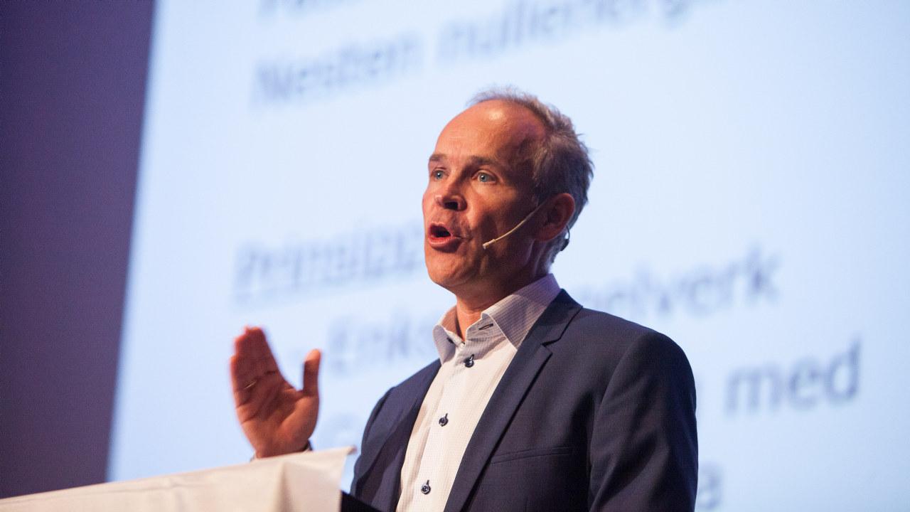 Kommunal- og moderniseringsminister Jan Tore Sanner (Høyre). Bildet tatt under Fjernvarmedagene 2014 på Fornebu.