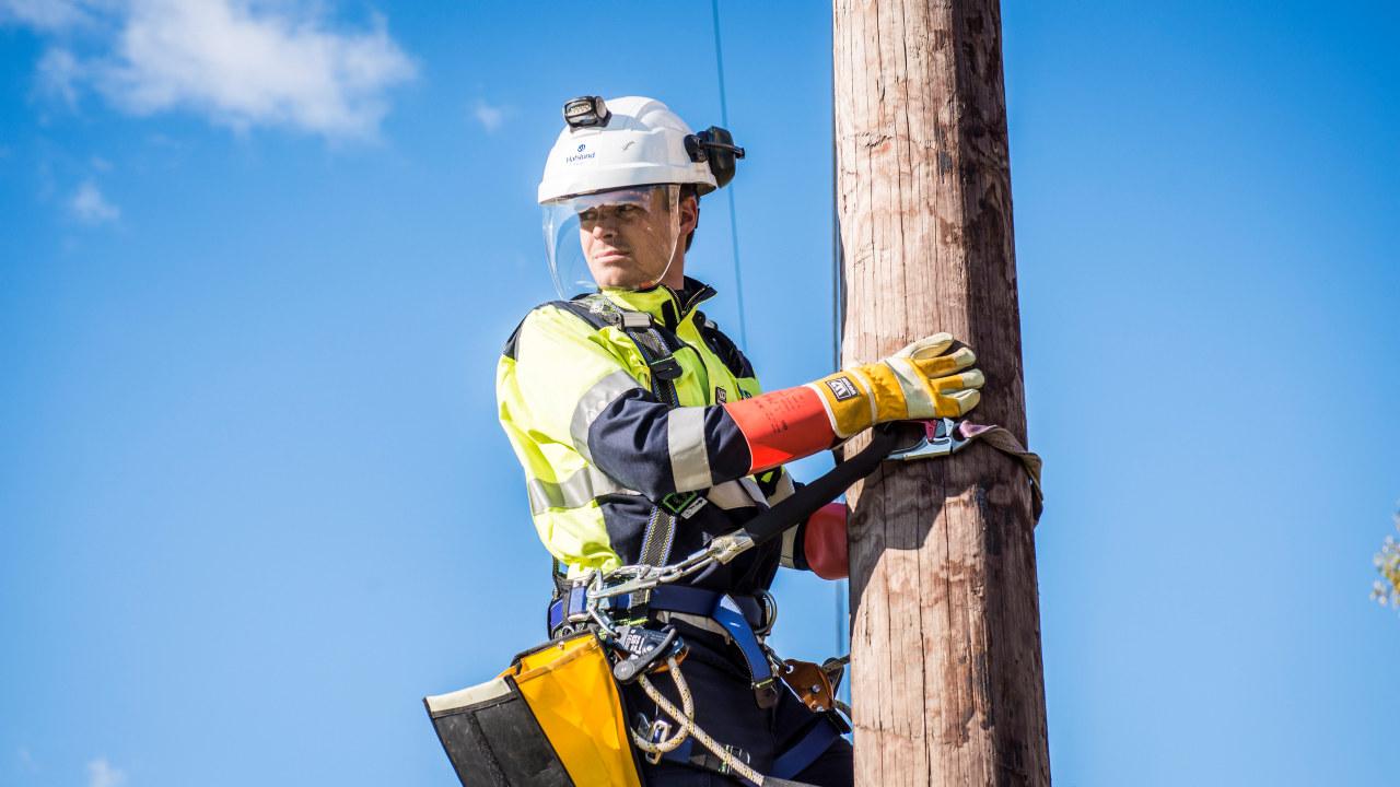 Energimontør i arbeid hos Bodø Energi