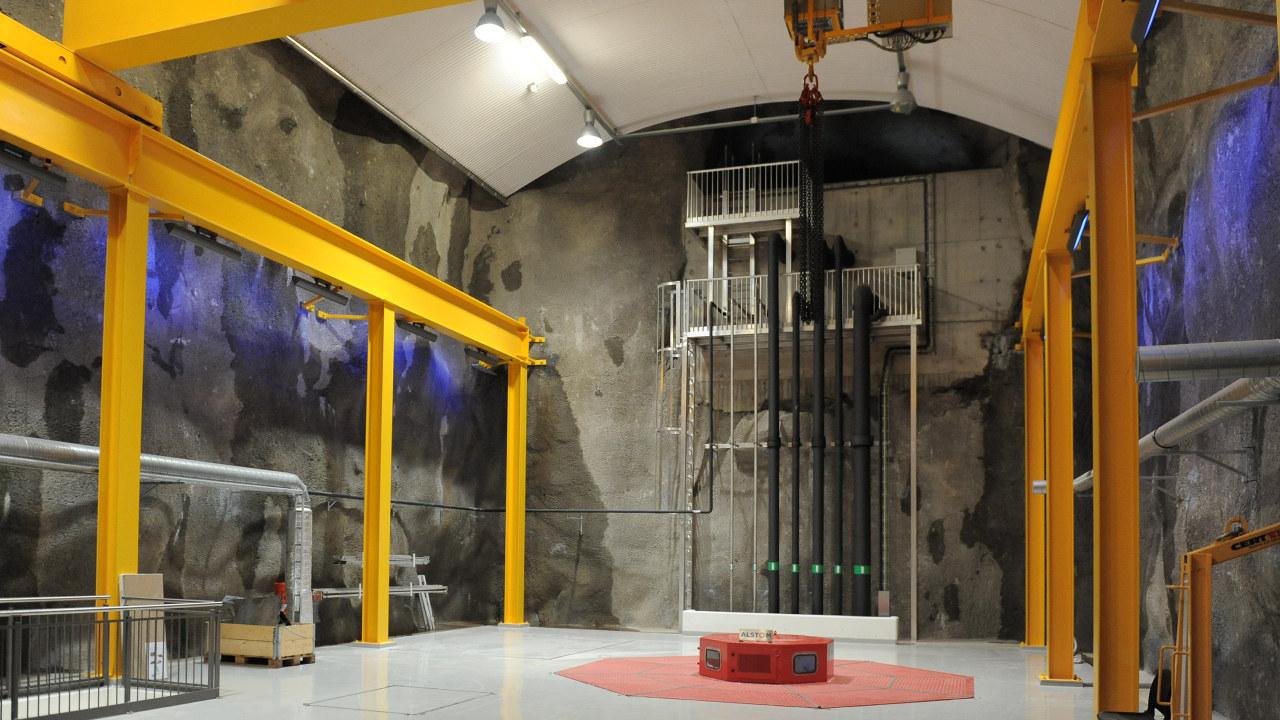 Jøssang kraftstasjon inne i hallenLyse er største eier i Jørpeland Kraft som eier Jøssang kraftstasjon
