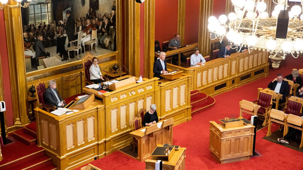 Finansminister Jan Tore Sanner (H) legger frem regjeringens forslag til statsbudsjett for 2021. Foto: Peter Mydske/Stortinget