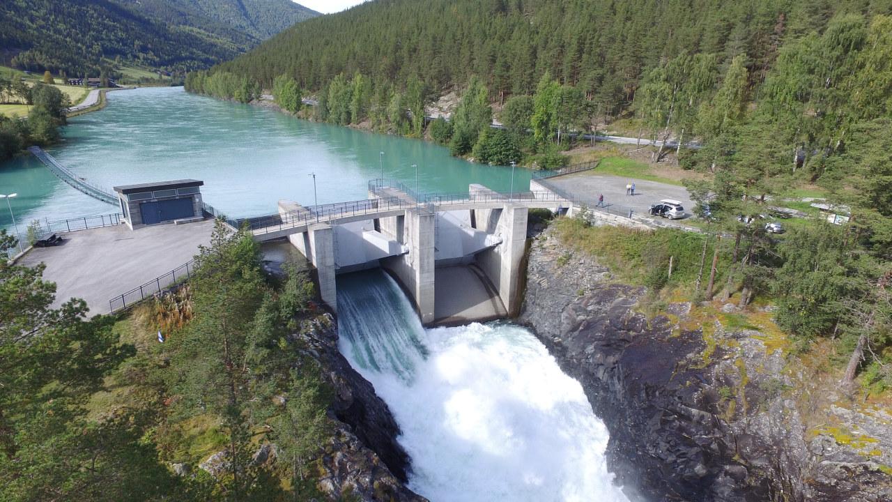 DCIM\100MEDIA\DJI_0073.JPG Eidefossen. Inntaksområde for Nedre Otta til høyre oppstrøms dammen.