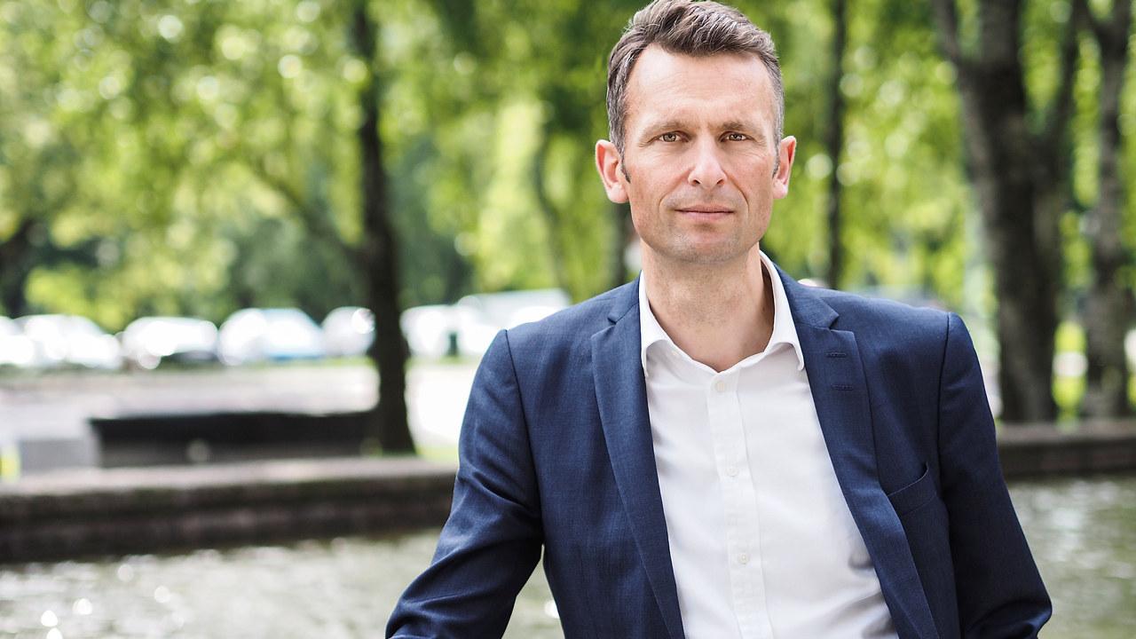 OLYMPUS DIGITAL CAMERA Knut Kroepelien, Administrerende direktør